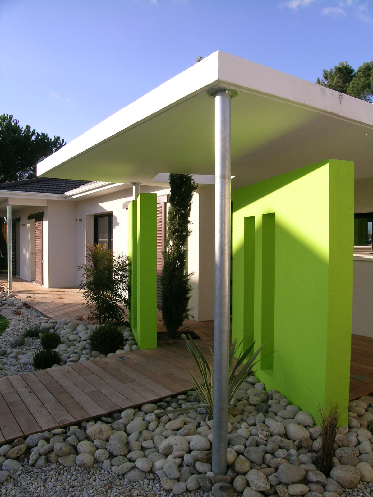 Maison moderne toit plat plain pied for Maison toit plat pas cher